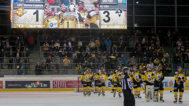 Eishockey-Irrsinn: Mädchen bei Böllerwurf verletzt (Bild: GEPA)