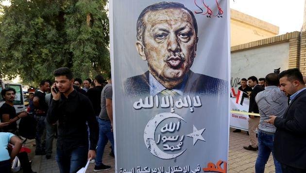 Auch die irakische Bevölkerung protestiert gegen die türkischen Besatzer. (Bild: APA/AFP/SABAH ARAR)