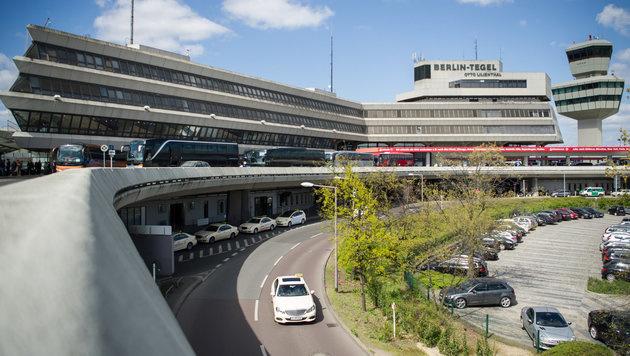 Ermittler: Terrorplan für Blutbad auf Flughafen (Bild: APA/dpa/Sophia Kembowski)
