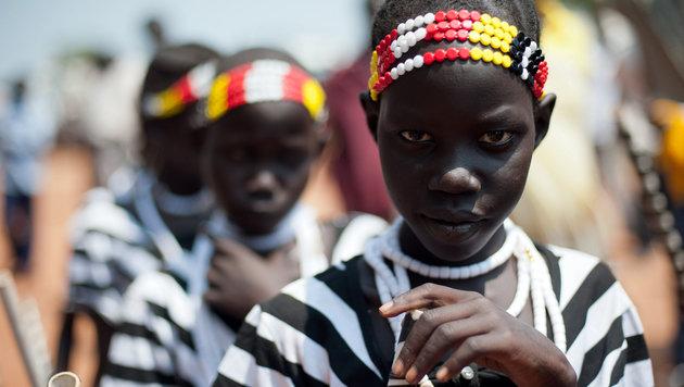 Junge sudanesische Mädchen (Bild: PHIL MOORE/AFP/picturedesk.com)