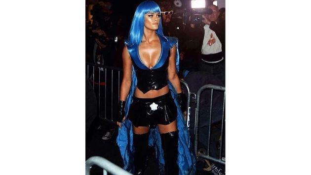 Nina Agdal schlüpfte zu Halloween in die Rolle einer sexy Superheldin. (Bild: Viennareport)