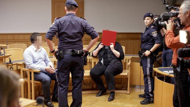 Die beiden Angeklagten im Gerichtssaal (Bild: APA/GEORG HOCHMUTH)