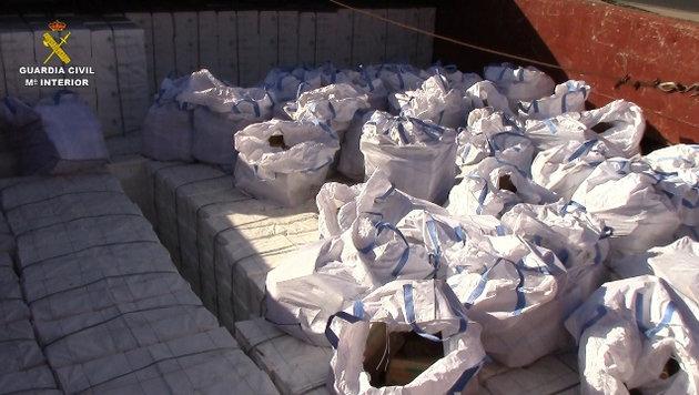 Spanien: Polizei beschlagnahmt 20 Tonnen Haschisch (Bild: APA/AFP/Spanish Guardia Civil/Policia Nacional)