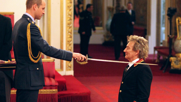 Prinz William schlug Rod Stewart zum Ritter. (Bild: AP)
