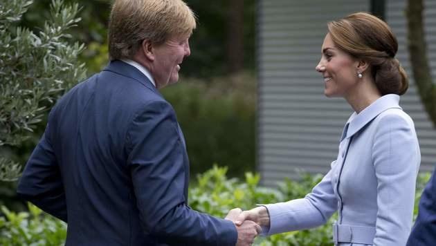 Kate traf auch König Willem-Alexander (Bild: AFP)