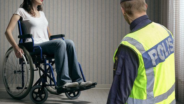 Sexüberfall auf Rollstuhlfahrerin in Asylheim (Bild: APA/AFP/STIG-AKE JONSSON, thinkstockphotos.de)
