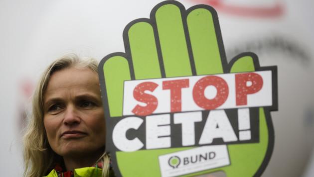 Höchstgericht am Zug: Letzter Anlauf zu CETA-Stopp (Bild: The Associated Press)