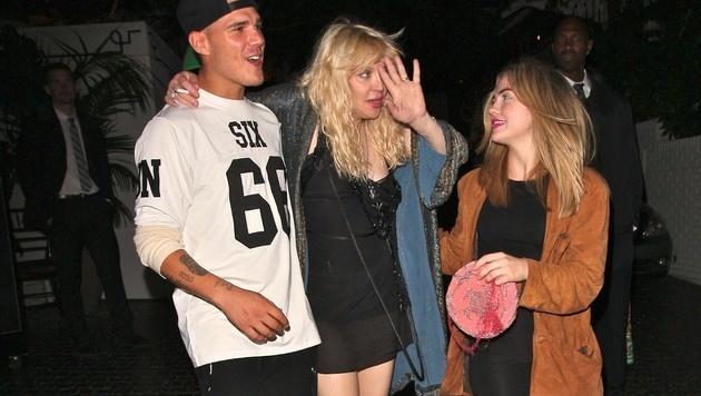 Courtney Love musste auch schon mal gestützt werden. (Bild: Viennareport)