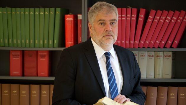 Anwalt Alexander Hübner (Bild: APA/AFP/dpa/ARNO BURGI)