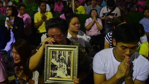 Tiefe Trauer in Thailand: König Bhumibol ist tot (Bild: AFP)