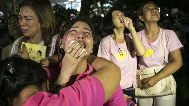 Thailand ruft einjährige Staatstrauer aus (Bild: The Associated Press)