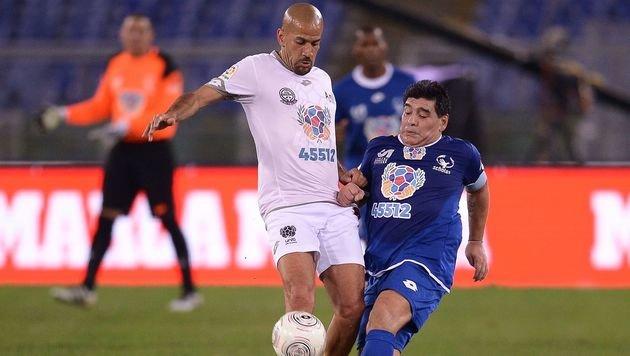 Benefizspiel für Papst: Maradona sorgt für Eklat (Bild: AFP)