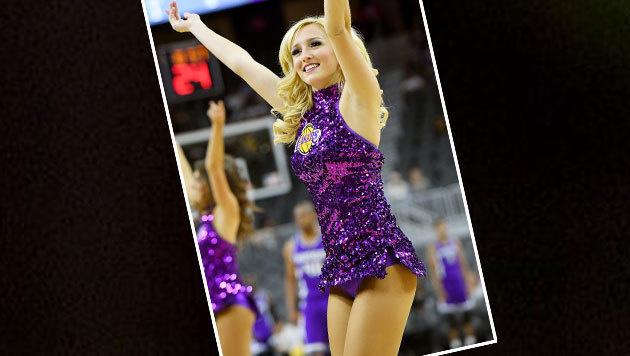 Hübsch! Wer bekommt bei dieser Cheerleader-Dame der LA Lakers nicht Lust auf Basketball? (Bild: APA/AFP/GETTY IMAGES/Ethan Miller)