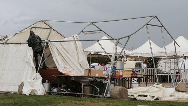 23 Menschen bei Mini-Tornado auf Korsika verletzt (Bild: APA/AFP/Pascal Pochard-Casabianca)