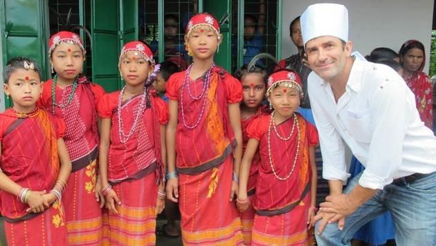 SONNE-Obmann Erfried Malle bei einem früheren Besuch in Jhenaigati (Bild: Hilfsorganisation SONNE)