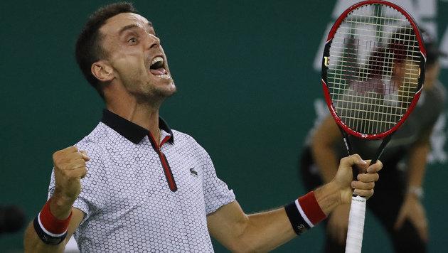 Schläger zertrümmert! Wütender Djokovic out (Bild: AP)