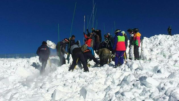 25-Jähriger in Tirol von Lawine verschüttet - tot (Bild: APA/ZEITUNGSFOTO.AT)