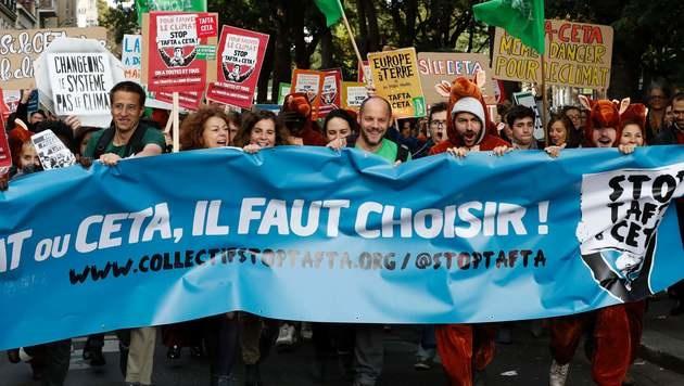 Auch in Paris gingen CETA-Gegner auf die Straße. (Bild: APA/AFP/FRANCOIS GUILLOT)