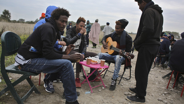 "Migranten im ""Dschungel""-Camp von Calais (Bild: Associated Press)"