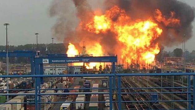 Explosion bei BASF: Tote und Schwerverletzte (Bild: APA/dpa/Einsatzreport Südhessen)