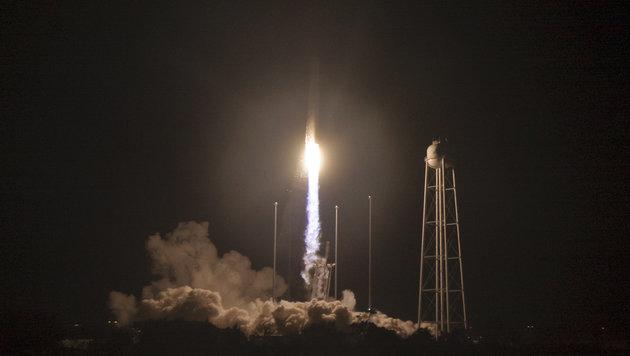 """Frachter """"Cygnus"""" auf dem Weg zur Raumstation ISS (Bild: NASA/Bill Ingalls)"""