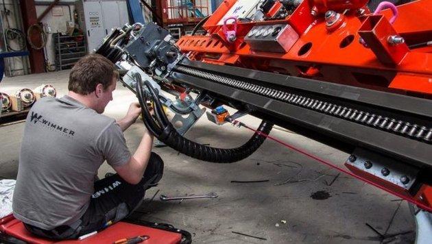 Ein Arbeiter im Thalgauer Metallwerk: Salzburg ist auf Exporte angewiesen (Bild: Wimmer Hartstahl)