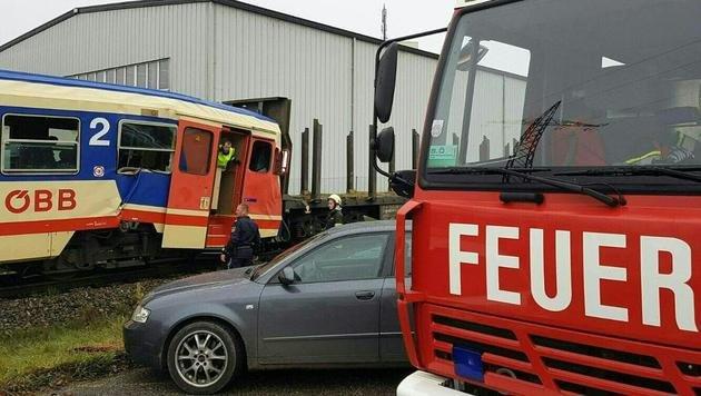 Geisterwaggons rammen Zug: Zahlreiche Verletzte (Bild: APA/FEUERWEHR)