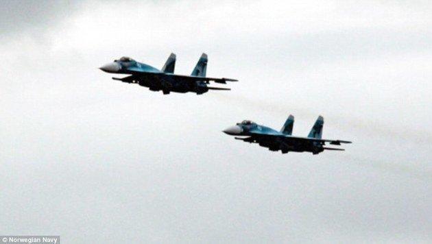 Zwei russische Suchoi-33-Jäger (Bild: Norwegische Marine)