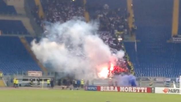 Austria-Fans feiern mit Pyro in Rom (Bild: YouTube.com)