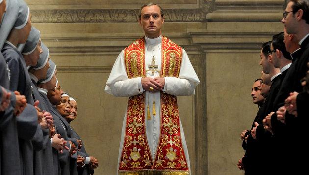 "Jude Law ist ab Freitag ""Der junge Papst"" (Bild: Wildside/Haut et Court TV/Mediapro/Sky)"