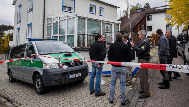Ermittlungen am Tatort (Bild: APA/dpa/Nicolas Armer)