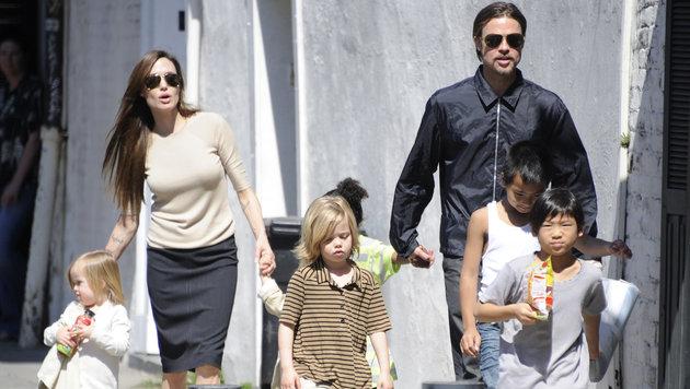 Angelina Jolie und Brad Pitt mit ihren Kindern (Bild: Viennareport (Archivbild))