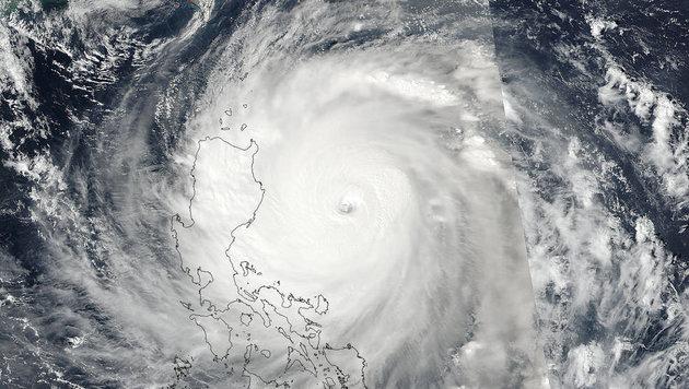 Schwere Schäden durch Taifun auf den Philippinen (Bild: NOAA/NASA's MODIS Rapid Response Team)