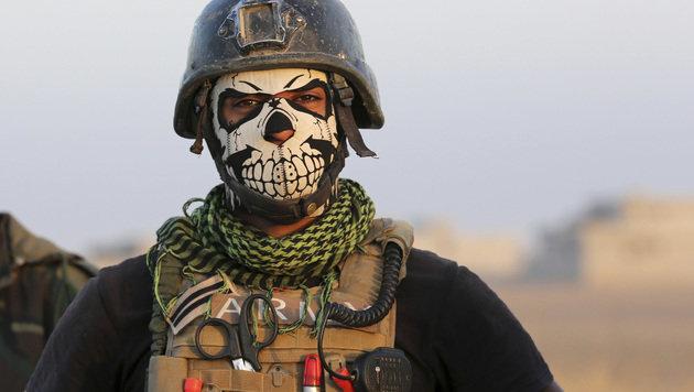 Ein Mitglied der irakischen Anti-Terror-Eliteeinheit (Bild: ASSOCIATED PRESS)