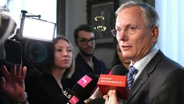 Sozialminister Stöger hat keine Handhabe gegen das eigenmächtige Vorgehen der Länder. (Bild: APA/HELMUT FOHRINGER)