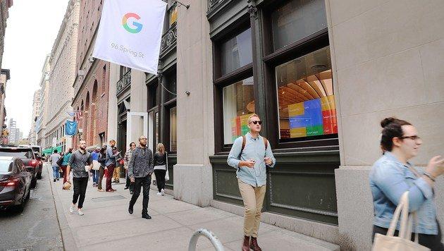 """Google eröffnet ersten eigenen """"Showroom"""" (Bild: APA/AFP/GETTY IMAGES/SPENCER PLATT)"""