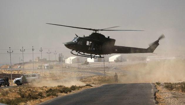Unterstützung aus der Luft für die Regierungstruppen (Bild: APA/AFP/SAFIN HAMED)