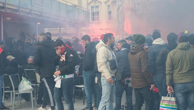 Brutal! Nizza-Fans randalierten in Salzburg (Bild: Franz Neumayr)