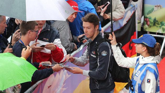 Daniil Kwjat fährt auch 2017 für Toro Rosso! (Bild: GEPA pictures)