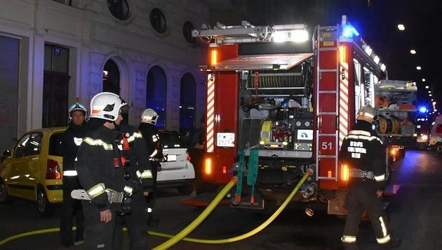 Wien: 20 Menschen aus brennendem Wohnhaus gerettet (Bild: APA/MA 68 LICHTBILDSTELLE)