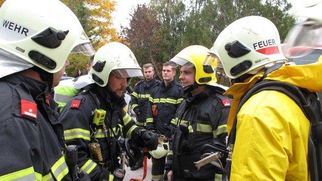 Chlorgas ausgetreten: Vier Menschen verletzt (Bild: Presseteam der Feuerwehr Wiener Neustadt)