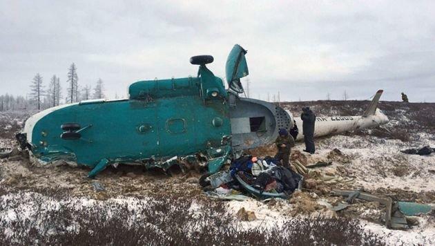 Nach stundenlanger Suche stießen die Rettungskräfte auf das Wrack. (Bild: APA/AFP/RUSSIAN EMERGENCIES MINISTRY/STR)