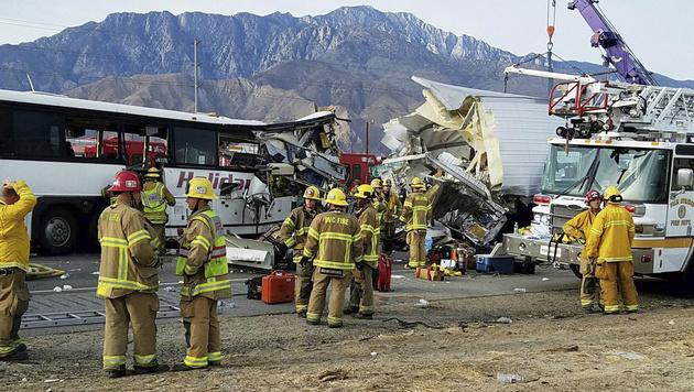 USA: Busreise endet mit katastrophalem Crash (Bild: KMIR-TV)