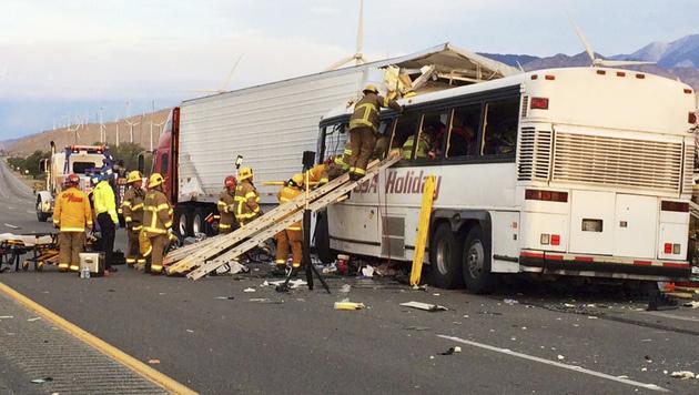 USA: Busreise endet mit katastrophalem Crash (Bild: AP)