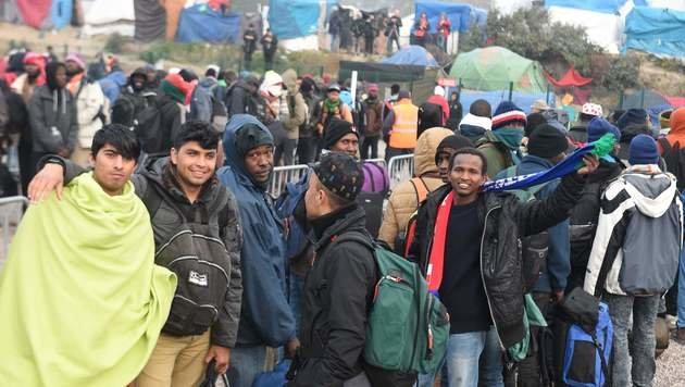 Calais: Trotz Räumung treffen neue Flüchtlinge ein (Bild: AFP)