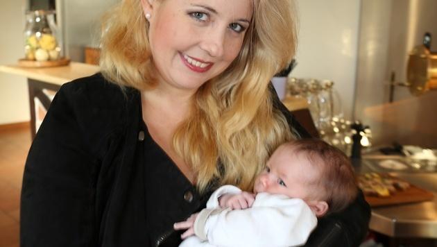Iva Schell zeigte erstmals ihre Tochter. (Bild: Karl Schöndorfer)
