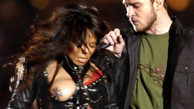 Janet Jackson mit entblößter Brust beim Superbowl 2004 (Bild: Viennareport)