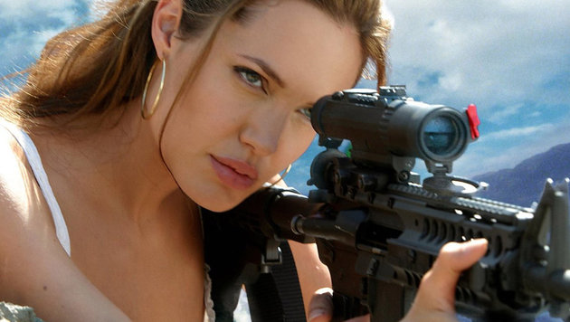 "Angeline Jolie in einer Szene des Films ""Mr. and Mrs. Smith"" (Bild: Moviestore Collection/face to fa)"
