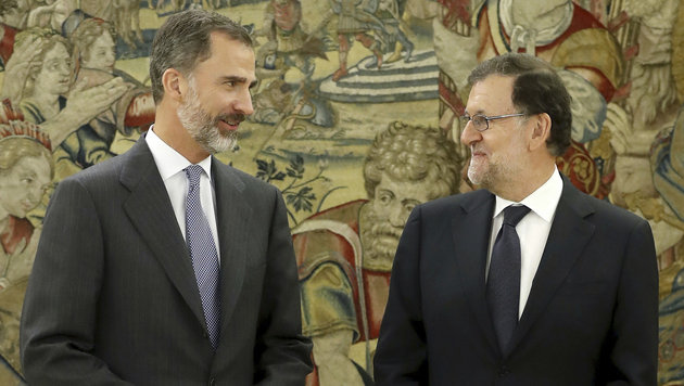 König Felipe VI. mit Ministerpräsident Mariano Rajoy (Bild: ASSOCIATED PRESS)