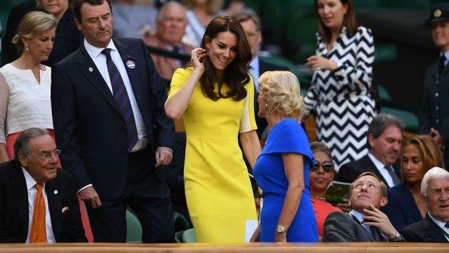 Kate strahlte schon 2016 in Sonnengelb. (Bild: AFP)